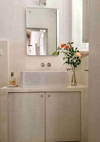 Per affitti brevi casa vacanze Assisi al Quattro con bagno dotato di doccia e lavasciuga. Assisi, Perugia, Umbria