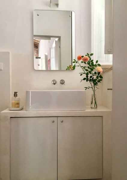 Assisi holiday house with bathroom with shower washing and dryer machine. Assisi al Quattro, Perugia, Umbria, Italy