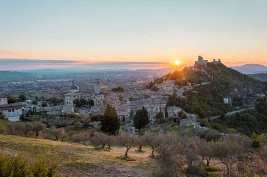 Soggiornare ad Assisi è ideale per visitare tutta l'Umbria